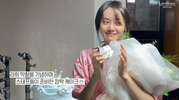 Yoona (SNSD) tung vlog mới khóc sưng mắt, dân tình chỉ chú ý nhan sắc không son phấn đỉnh cao - Ảnh 7.