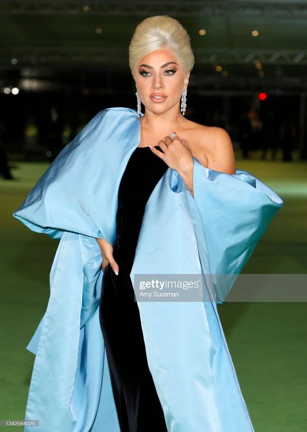 Dàn sao đổ bộ gala cực hot: Olivia Rodrigo 18 tuổi đã gây sốc với màn phô vòng 1 ngồn ngộn át cả Lady Gaga, Katy Perry sao kém sắc thế này? - Ảnh 6.