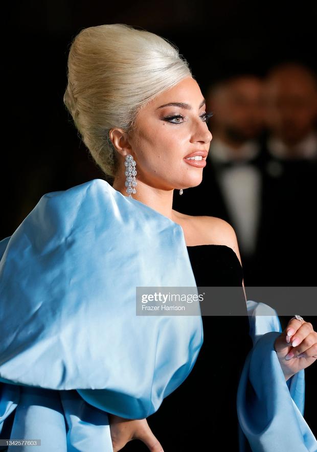 Dàn sao đổ bộ gala cực hot: Olivia Rodrigo 18 tuổi đã gây sốc với màn phô vòng 1 ngồn ngộn át cả Lady Gaga, Katy Perry sao kém sắc thế này? - Ảnh 7.