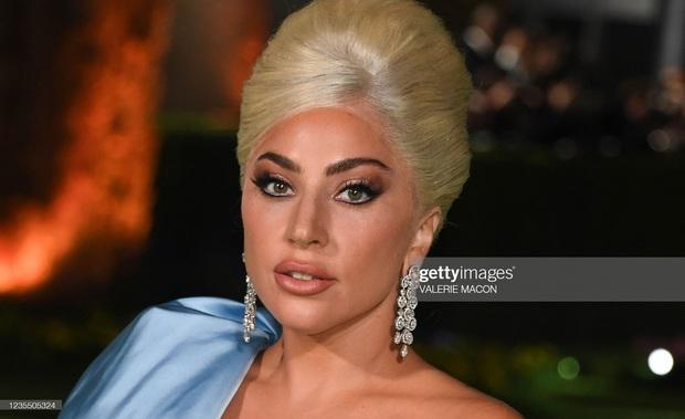 Dàn sao đổ bộ gala cực hot: Olivia Rodrigo 18 tuổi đã gây sốc với màn phô vòng 1 ngồn ngộn át cả Lady Gaga, Katy Perry sao kém sắc thế này? - Ảnh 8.
