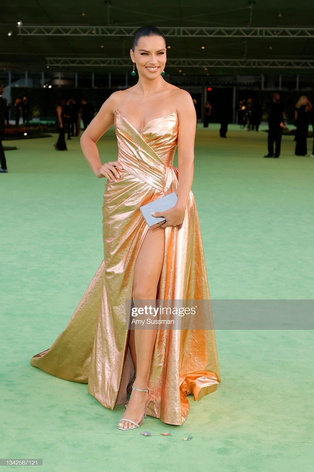Dàn sao đổ bộ gala cực hot: Olivia Rodrigo 18 tuổi đã gây sốc với màn phô vòng 1 ngồn ngộn át cả Lady Gaga, Katy Perry sao kém sắc thế này? - Ảnh 14.