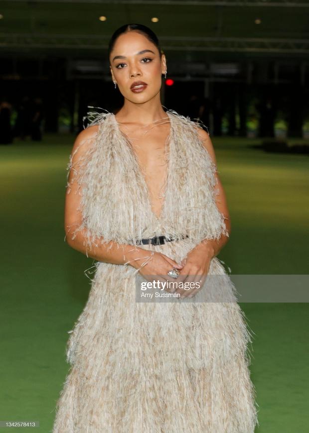 Dàn sao đổ bộ gala cực hot: Olivia Rodrigo 18 tuổi đã gây sốc với màn phô vòng 1 ngồn ngộn át cả Lady Gaga, Katy Perry sao kém sắc thế này? - Ảnh 18.