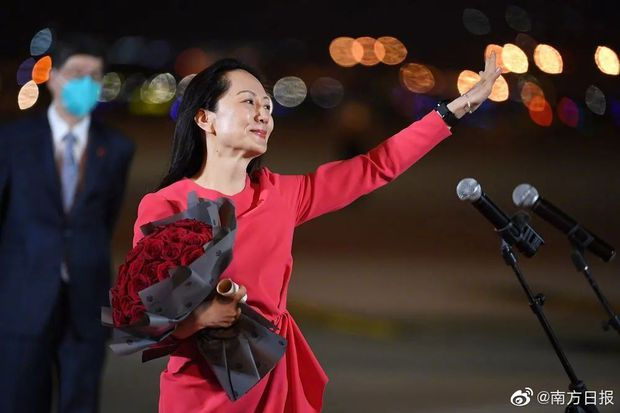 Trung Quốc chào đón đại công chúa Huawei về nước như người hùng: 100 triệu người xem trực tiếp, fan hâm mộ đứng vây kín sân bay - Ảnh 3.