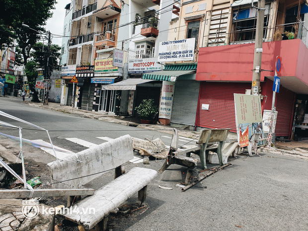 Cận cảnh những chốt chặn bít bùng bằng tôn thép, dây lưới ở Sài Gòn dự kiến sẽ được tháo gỡ trước 30/9 - Ảnh 12.