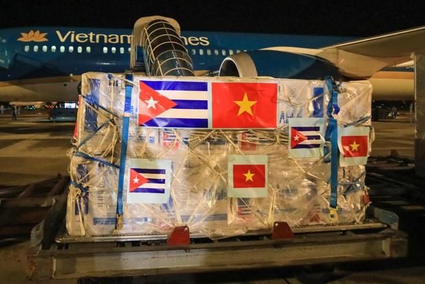 Hơn một triệu liều vắc xin từ Cuba đã về đến Việt Nam - Ảnh 1.