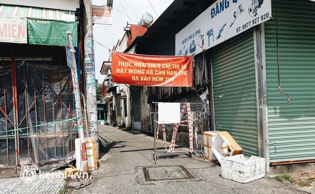 Cận cảnh những chốt chặn bít bùng bằng tôn thép, dây lưới ở Sài Gòn dự kiến sẽ được tháo gỡ trước 30/9 - Ảnh 11.
