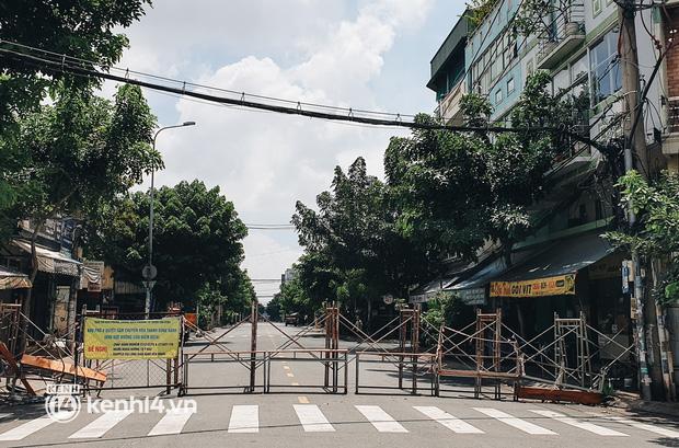 Cận cảnh những chốt chặn bít bùng bằng tôn thép, dây lưới ở Sài Gòn dự kiến sẽ được tháo gỡ trước 30/9 - Ảnh 13.