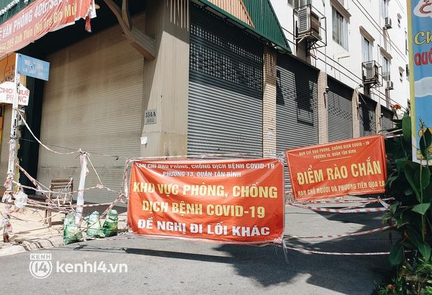 Cận cảnh những chốt chặn bít bùng bằng tôn thép, dây lưới ở Sài Gòn dự kiến sẽ được tháo gỡ trước 30/9 - Ảnh 8.