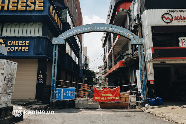 Cận cảnh những chốt chặn bít bùng bằng tôn thép, dây lưới ở Sài Gòn dự kiến sẽ được tháo gỡ trước 30/9 - Ảnh 16.
