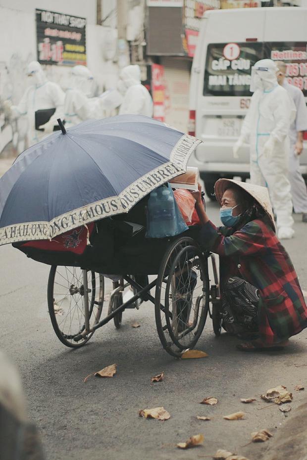 Gặp người vợ gục khóc cạnh xe lăn của chồng từng được Giang Kim Cúc giúp đỡ: Cô Cúc không liên lạc nữa, giờ cô chỉ mong được đi bán vé số lại - Ảnh 3.