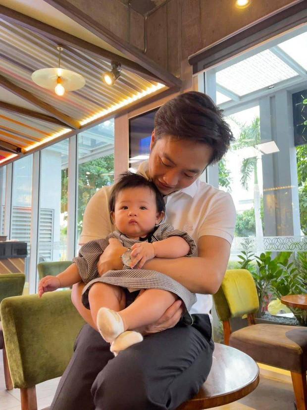 Cường Đô La vừa đón thêm thành viên mới bị bỏ rơi ngoài công viên, ái nữ Suchin mới 1 tuổi đã có em rồi! - Ảnh 4.