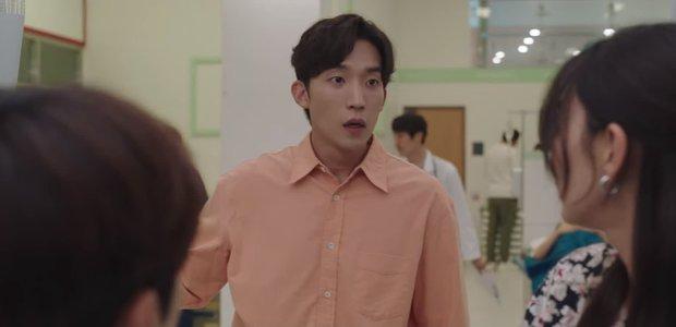 Shin Min Ah vừa tỏ tình, Kim Seon Ho đã đáp lễ bằng nụ hôn ngọt lịm ở Hometown Cha-Cha-Cha tập 10 - Ảnh 3.