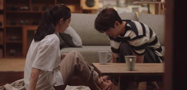 Shin Min Ah vừa tỏ tình, Kim Seon Ho đã đáp lễ bằng nụ hôn ngọt lịm ở Hometown Cha-Cha-Cha tập 10 - Ảnh 4.