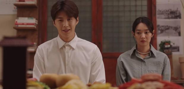 Shin Min Ah vừa tỏ tình, Kim Seon Ho đã đáp lễ bằng nụ hôn ngọt lịm ở Hometown Cha-Cha-Cha tập 10 - Ảnh 6.