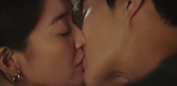 Shin Min Ah vừa tỏ tình, Kim Seon Ho đã đáp lễ bằng nụ hôn ngọt lịm ở Hometown Cha-Cha-Cha tập 10 - Ảnh 10.