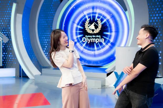 Phỏng vấn nóng Khánh Vy sau số đầu tiên lên sóng Olympia, tiết lộ được bố pha cho 1 cốc nước đặc biệt trước giờ ghi hình - Ảnh 4.