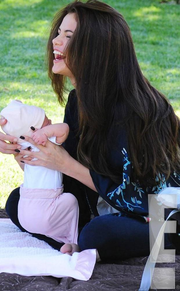 Selena Gomez mãi mới chịu khoe em gái: Visual xinh xỉu như mẫu nhí, nhìn lại thảm đỏ Frozen 2 mới thấy khác biệt hẳn - Ảnh 9.
