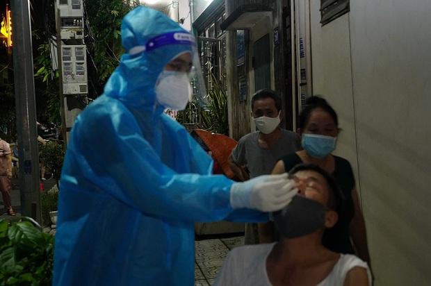 PGĐ Sở Y tế Hà Nam giải thích nguyên nhân ca mắc COVID-19 cộng đồng tăng - Ảnh 2.