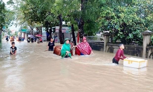 Một người mất tích, gần 700 ngôi nhà bị ngập, dân di dời khẩn cấp do mưa lớn ở Nghệ An - Ảnh 2.