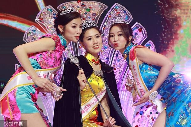 Tân Hoa hậu châu Á 2021 gây tranh cãi vì nhan sắc, thí sinh bụng mỡ bèo nhèo bỗng giành spotlight đêm Chung kết - Ảnh 3.