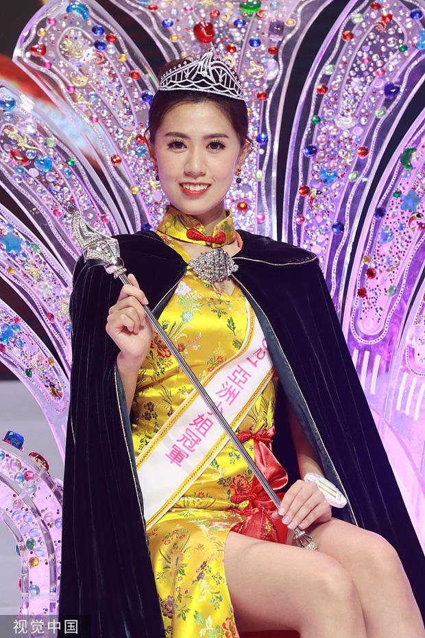 Tân Hoa hậu châu Á 2021 gây tranh cãi vì nhan sắc, thí sinh bụng mỡ bèo nhèo bỗng giành spotlight đêm Chung kết - Ảnh 2.