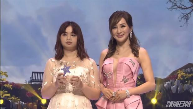 Tân Hoa hậu châu Á 2021 gây tranh cãi vì nhan sắc, thí sinh bụng mỡ bèo nhèo bỗng giành spotlight đêm Chung kết - Ảnh 8.