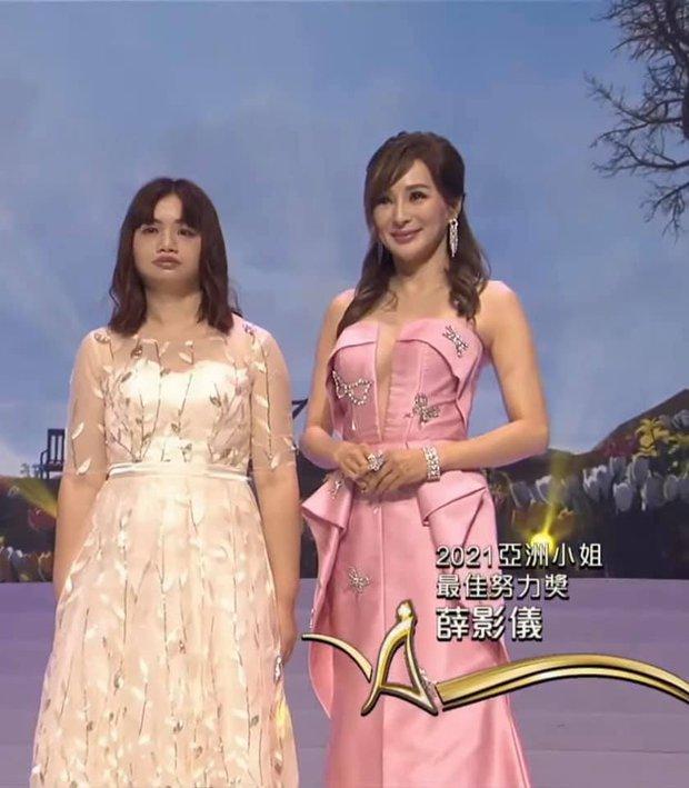 Tân Hoa hậu châu Á 2021 gây tranh cãi vì nhan sắc, thí sinh bụng mỡ bèo nhèo bỗng giành spotlight đêm Chung kết - Ảnh 10.