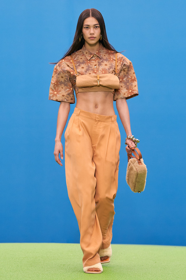 Mẫu Việt giờ vươn xa quá: Phương Oanh catwalk cho Dolce&Gabbana, có nàng còn phô trọn vòng 1 trên sàn diễn quốc tế - Ảnh 7.