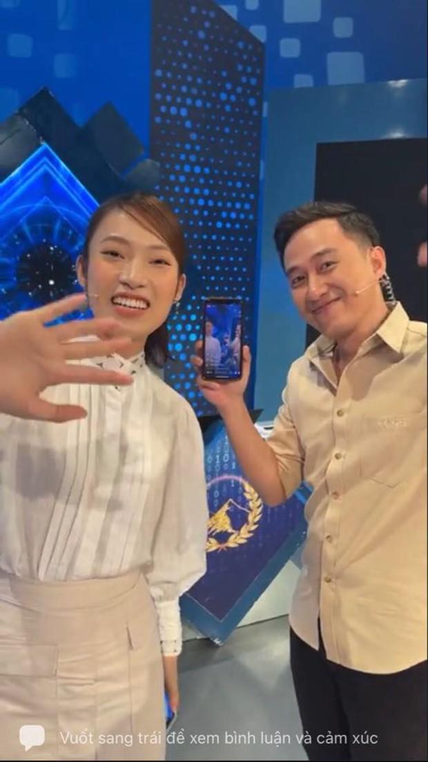 MC Ngọc Huy nhận xét về Khánh Vy khi lần đầu dẫn Olympia, tiết lộ hành động ghi điểm tuyệt đối mà cô nàng làm với thí sinh - Ảnh 1.