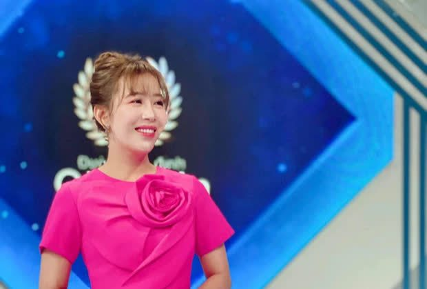 MC Ngọc Huy nhận xét về Khánh Vy khi lần đầu dẫn Olympia, tiết lộ hành động ghi điểm tuyệt đối mà cô nàng làm với thí sinh - Ảnh 3.