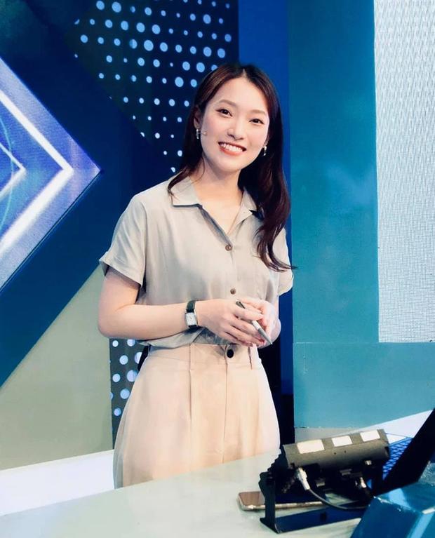 Hình ảnh đầu tiên của Khánh Vy trên sóng Olympia: Chuyên nghiệp và rạng rỡ với nụ cười thương hiệu - Ảnh 1.