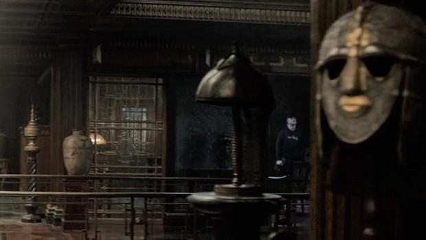 5 lần Marvel để lộ lỗi sai quá nghiệp dư: Chiếc khiên bí ẩn của Đội trưởng Mỹ có đáng sợ bằng bóng người lạ ở Doctor Strange? - Ảnh 8.