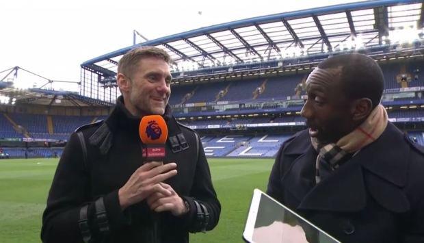 Cựu thủ môn Chelsea khoe ngón tay biến dạng đáng sợ, đồng nghiệp đứng cạnh buông lời nói đùa khiến tất cả im bặt - Ảnh 2.