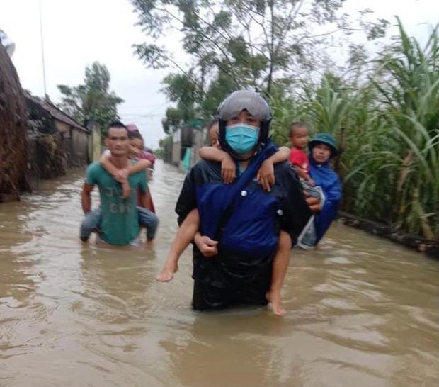 Một người mất tích, gần 700 ngôi nhà bị ngập, dân di dời khẩn cấp do mưa lớn ở Nghệ An - Ảnh 4.