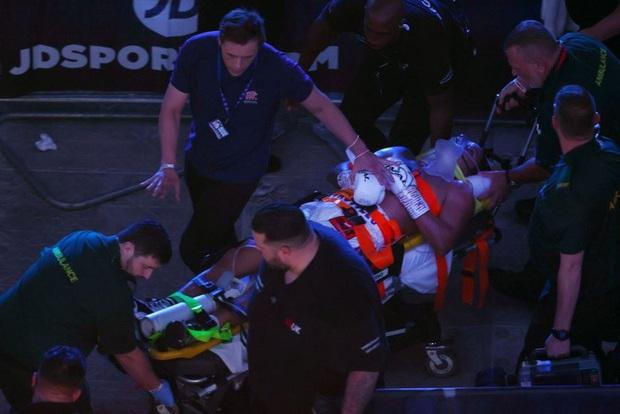 SỐC: Võ sĩ lên cơn co giật phải nhập viện khẩn cấp sau khi bị hạ đo ván, đối thủ nhìn thấy không còn dám ăn mừng - Ảnh 6.
