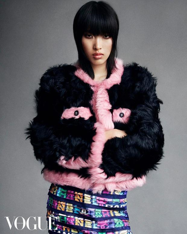 Phương Oanh - Gen Z khiến giới thời trang Việt Nam tự hào: Chụp hình cùng Vogue, Gucci; sải bước cho Dolce & Gabbana - Ảnh 8.