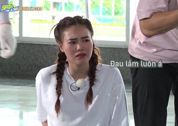 Dàn Running Man Việt thốn thay Đức Phúc: Hết bầm gối lại ngã dập mông trên thảm gai - Ảnh 5.