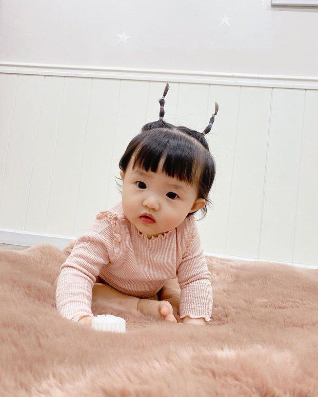 Phát hiện 1 thay đổi lớn của ái nữ tròn 11 tháng tuổi nhà Đông Nhi, là gì mà ai cũng phải khen dễ thương? - Ảnh 7.