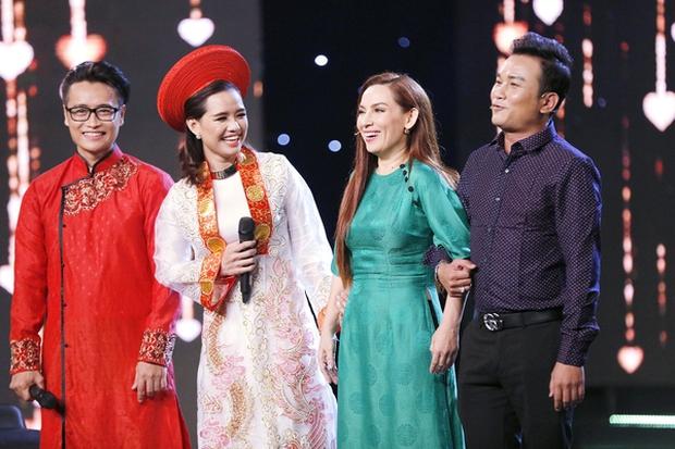 Lần duy nhất Phi Nhung mặc áo cưới là với chú rể kém 24 tuổi, có cả sự chứng kiến của NSƯT Hoài Linh! - Ảnh 1.