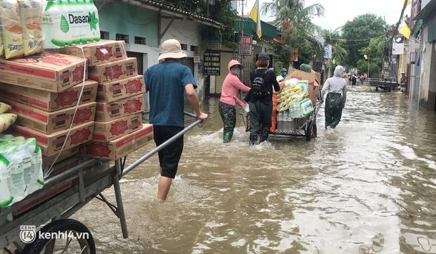 Cận cảnh hơn 3.000 hộ dân ở Nghệ An vẫn bì bõm trong lũ - Ảnh 7.