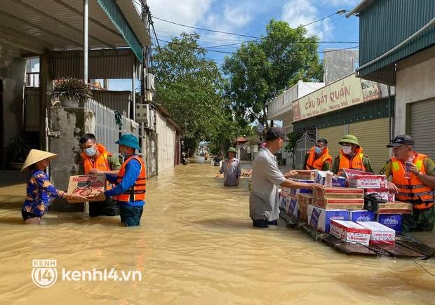 Cận cảnh hơn 3.000 hộ dân ở Nghệ An vẫn bì bõm trong lũ - Ảnh 8.