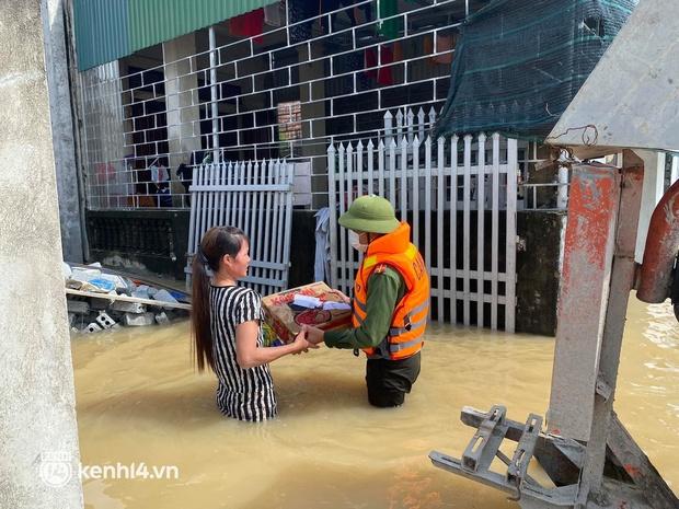 Cận cảnh hơn 3.000 hộ dân ở Nghệ An vẫn bì bõm trong lũ - Ảnh 9.