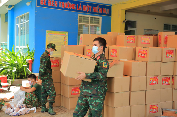 Em gái tỷ phú của Cẩm Ly tiếp tục tặng hàng trăm tấn lương thực và tiền mặt cho bà con 3 tỉnh thành phố, khẳng định không kêu gọi quyên góp - Ảnh 2.
