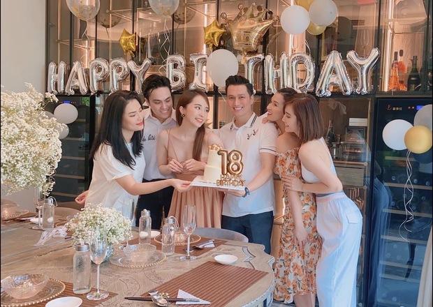 Quỳnh Nga vai kề vai cùng Việt Anh trong tiệc sinh nhật đôi, netizen soi có gì đó sai sai trong khung hình? - Ảnh 3.