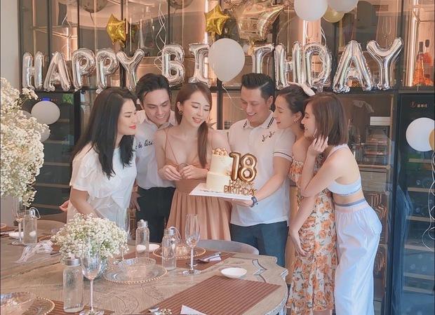 Quỳnh Nga vai kề vai cùng Việt Anh trong tiệc sinh nhật đôi, netizen soi có gì đó sai sai trong khung hình? - Ảnh 5.