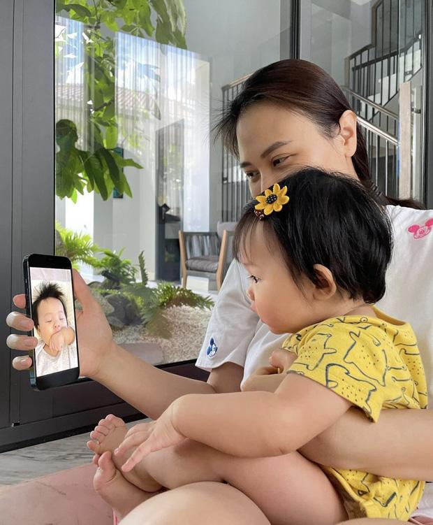 Màn reaction quá uy tín của ái nữ nhà đại gia Cường Đô La: Suchin nhìn thấy gì mà cười tít cả mắt thế này? - Ảnh 2.