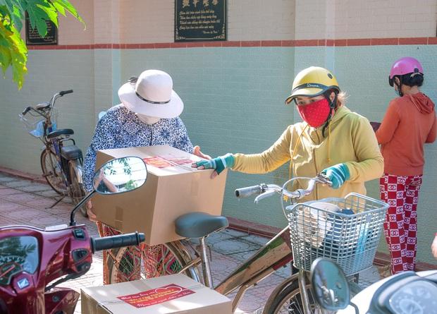 Em gái tỷ phú của Cẩm Ly tiếp tục tặng hàng trăm tấn lương thực và tiền mặt cho bà con 3 tỉnh thành phố, khẳng định không kêu gọi quyên góp - Ảnh 6.