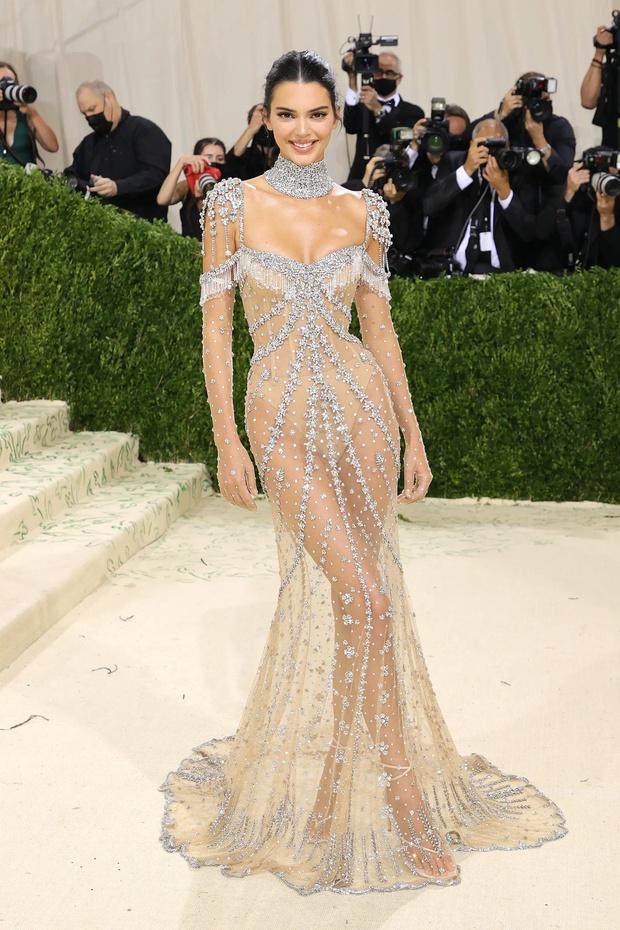 Hương Giang lần đầu đổ bộ sự kiện, bùng nổ visual với váy xuyên thấu giống hệt Kendall Jenner sau 7 tháng ở ẩn? - Ảnh 3.