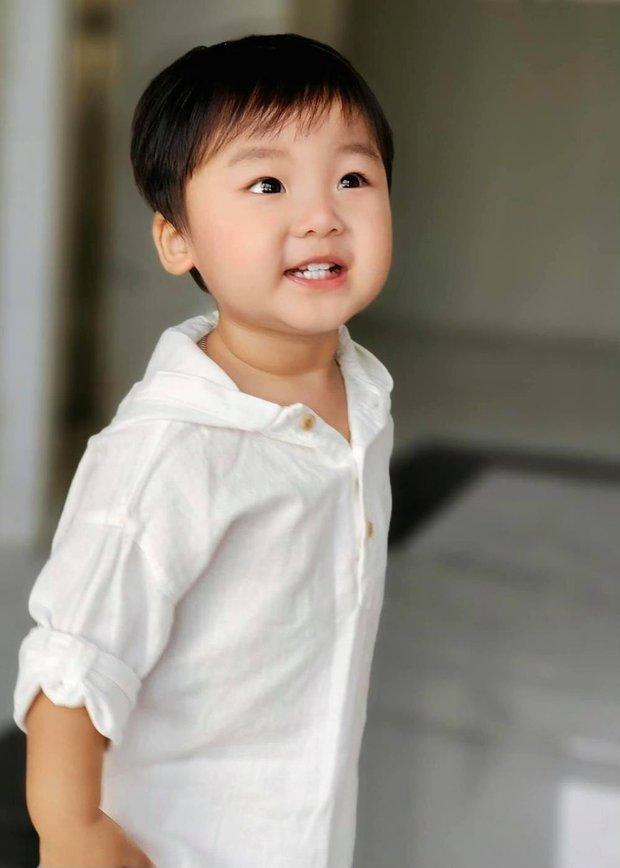 Chưa tròn 2 tuổi quý tử nhà Hòa Minzy đã bắt đầu tập viết, nhìn nét chữ và ý nghĩa mà bất ngờ quá! - Ảnh 6.