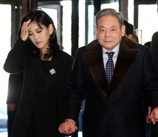 """Công chúa Huawei và công chúa Samsung: Sự trùng hợp kỳ lạ trong số phận của 2 """"nữ cường nhân"""" đế chế công nghệ hàng đầu châu Á - Ảnh 2."""